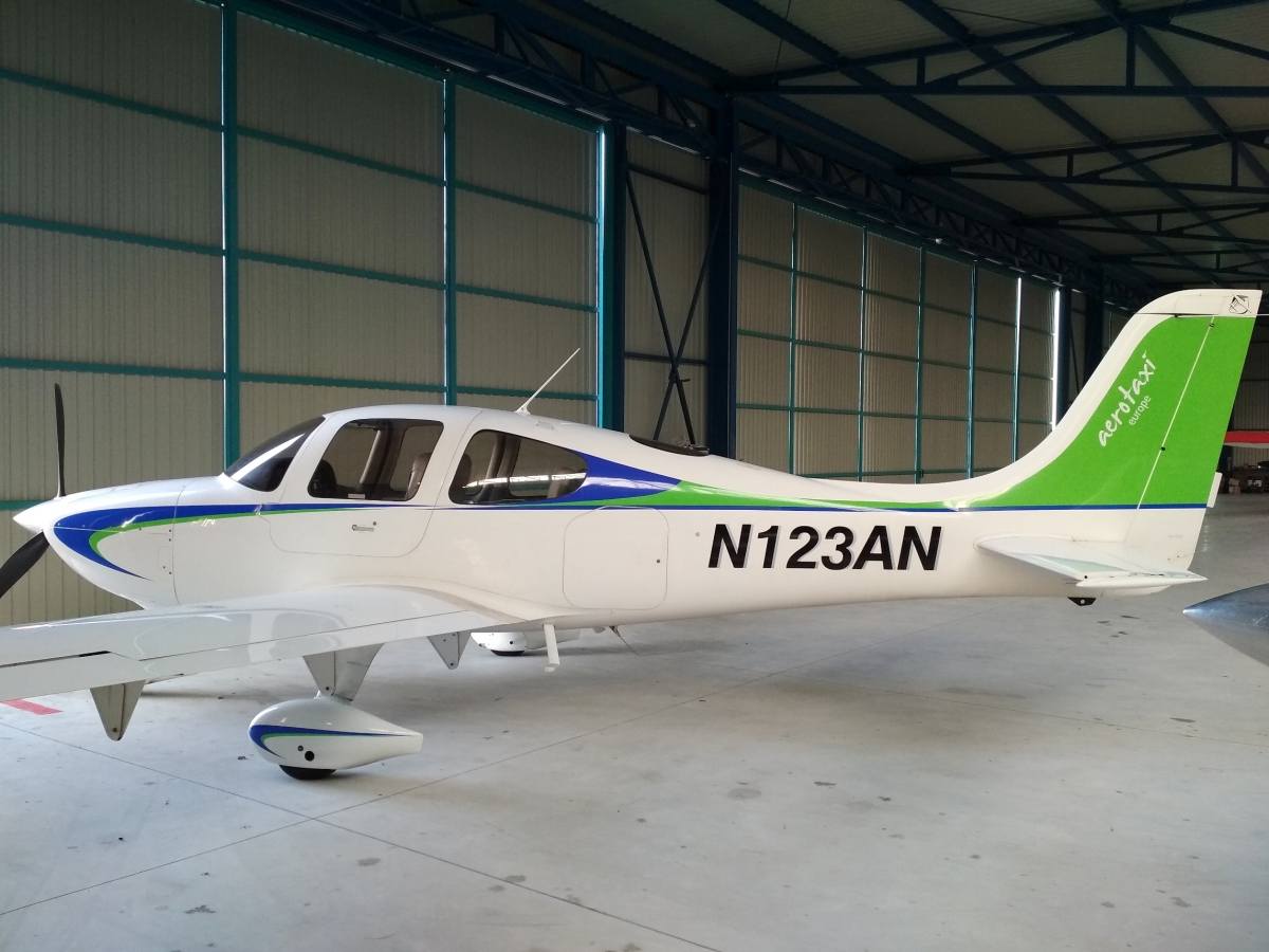 klient - Oprava polepu na letadle