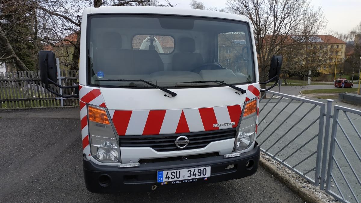 klient - Polep nákladního vozu Nissan reflexními výstražnými pruhy.