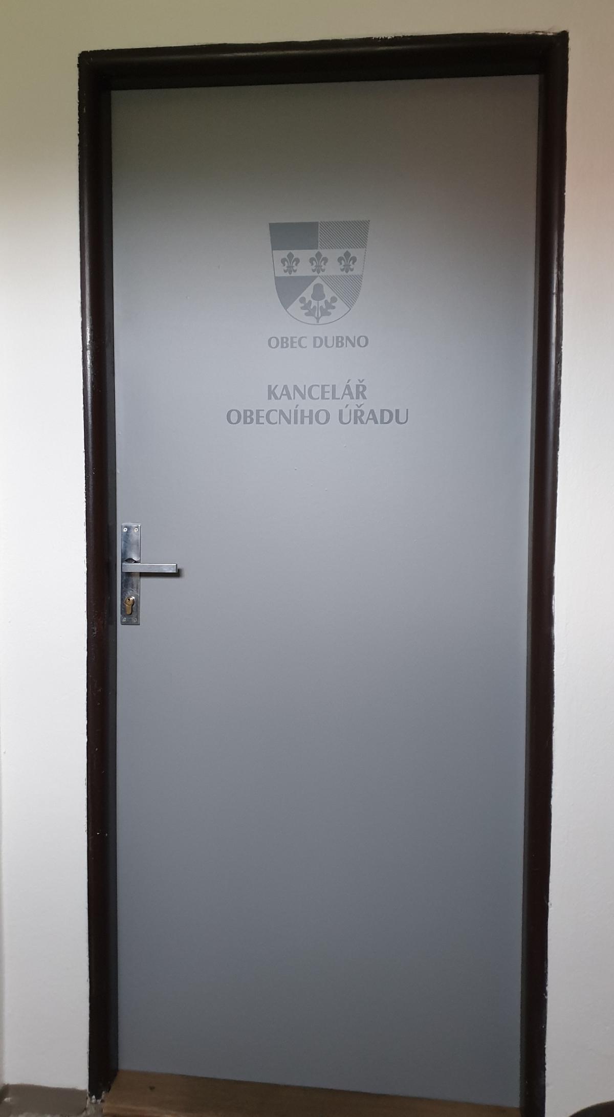Polep dveří na úřad