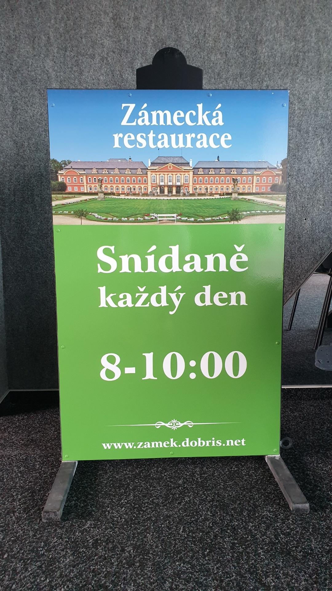 Zámecká restaurace Dobříš - Reklamní stojan