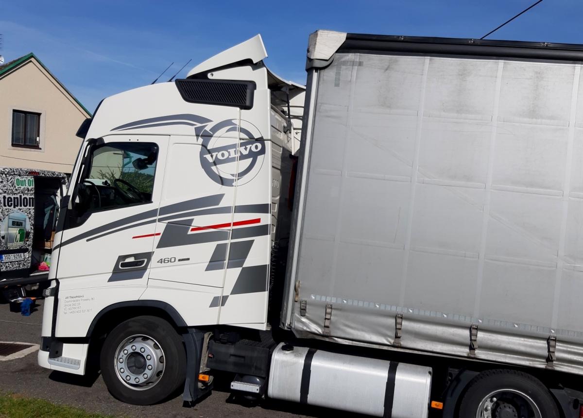 klient - Polep kabiny tahače Volvo