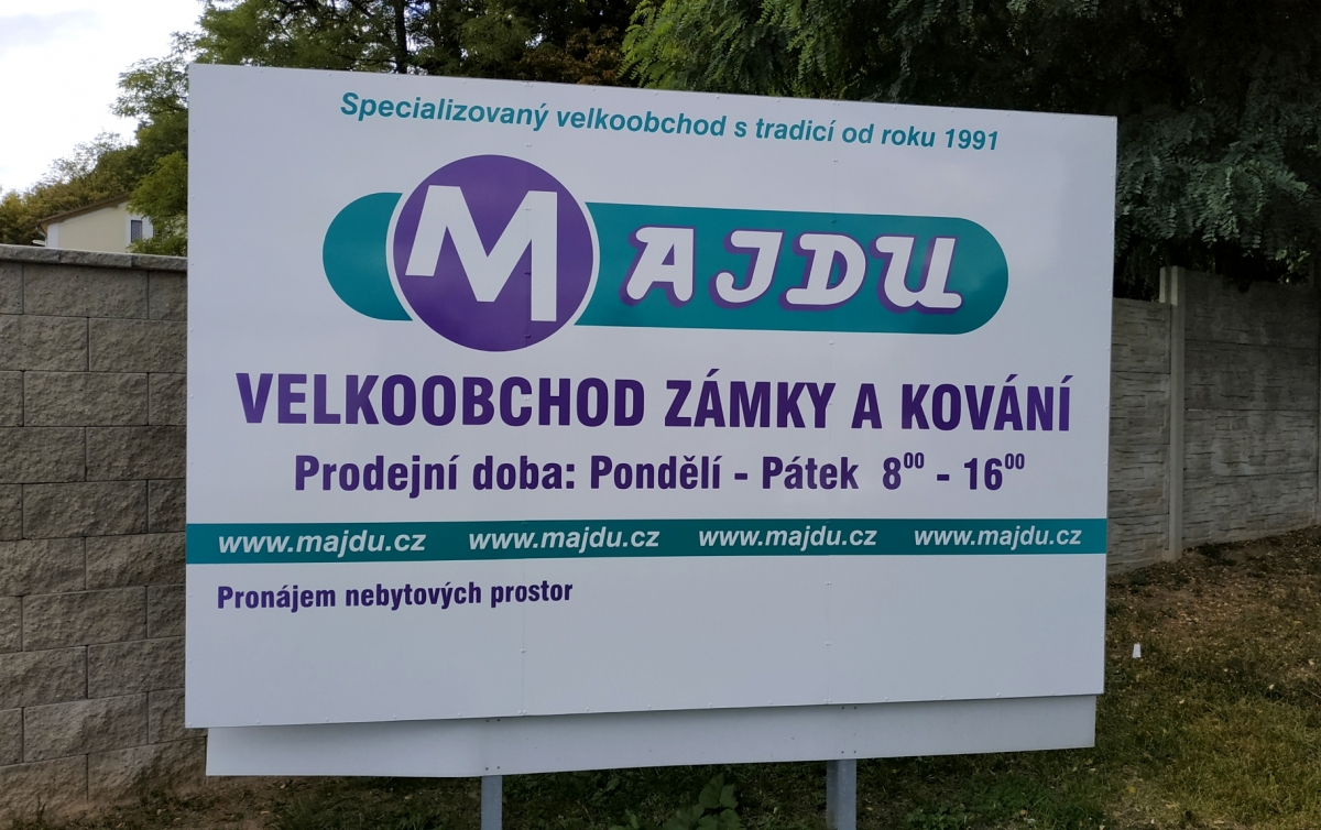 Majdu - Firemní poutač