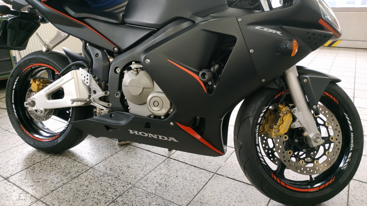 klient - Polep motocyklu Honda CBR