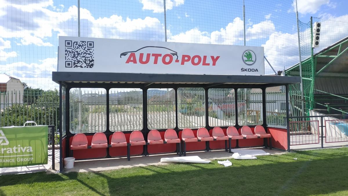 Auto Poly Příbram - Poutač na fotbalovém stadionu