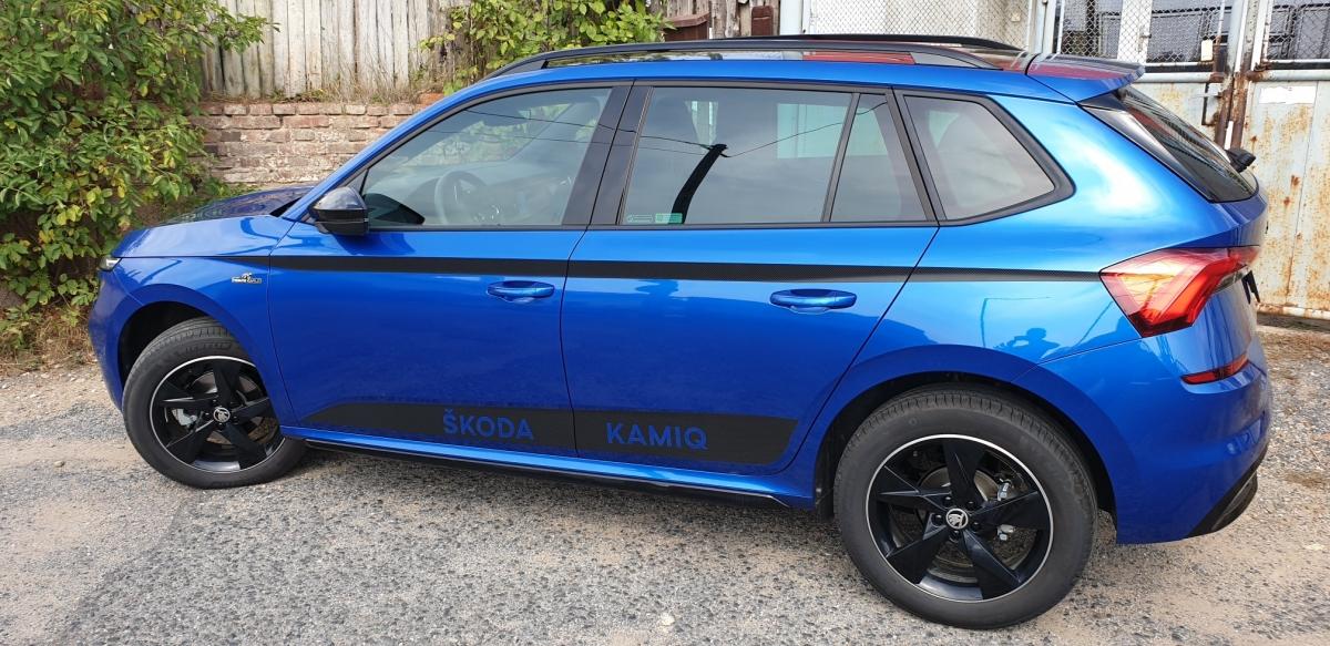 Karbonová fólie na autě